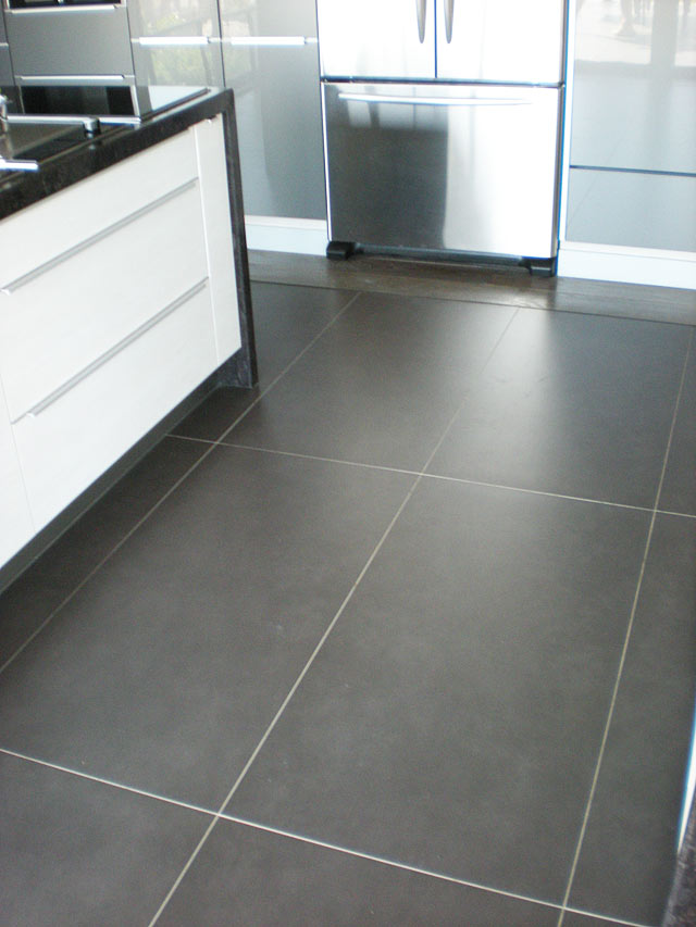 Carrelage cuisine grand carreaux for Grand carrelage salle de bain