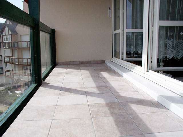 Carrelage sol et parquets coll s terrasses balcons for Carrelage exterieur grande dimension